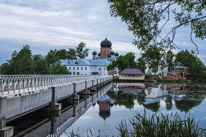 Свято-Введенский Островной монастырь в г. Покров