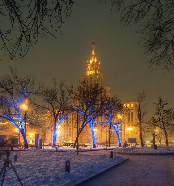 Административно-жилое здание у Красных Ворот, москва, вечер, сталинские высотки