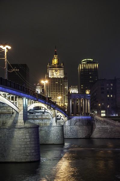 Здание Министерства иностранных дел РФ, москва, вечер, сталинские высотки,  мост, москва река