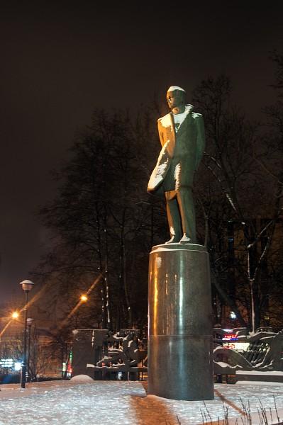 Памятник М.Ю. Лермонтову, , москва, вечер, сталинские высотки, красные ворота