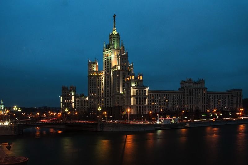 сталинские высотки, семь сталинских высоток, легенды сталинских высоток, высота сталинских высоток, тайны сталинских высоток, жилой дом на Котельнической набережной, история высоток,