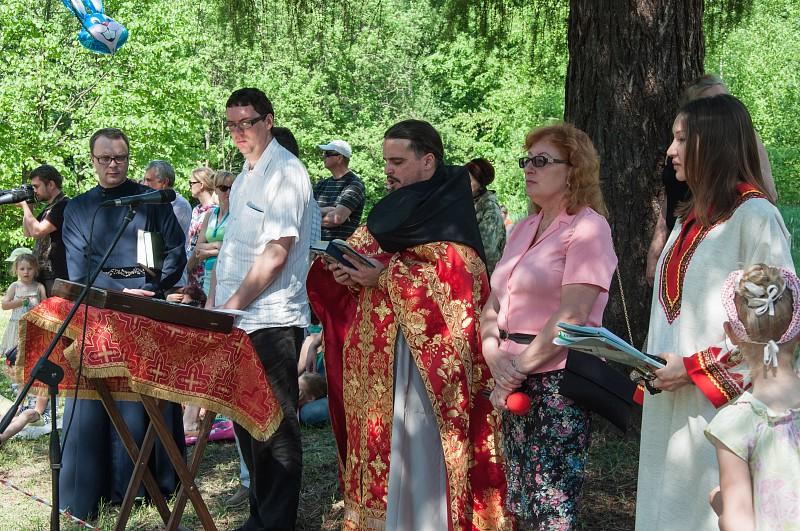 молебен равноапостольным Кириллу и Мефодию.