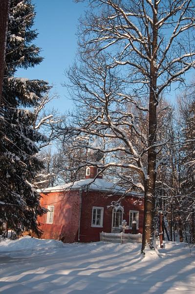 Церковь Спаса Нерукотворного построена в 1878 году на фунаменте старинного амбара.
