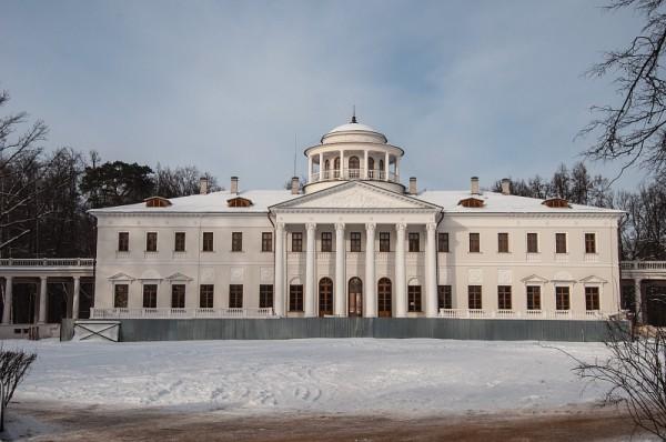 Главный дом в усадьбе Остафьево