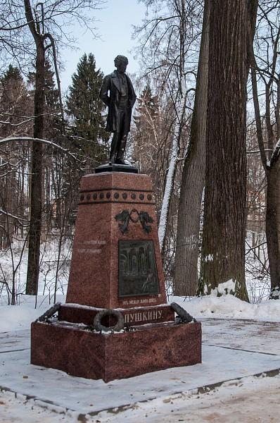 Памятник открыт графом Сергеем Дмитриевичем Шереметьевым в 1913 году.