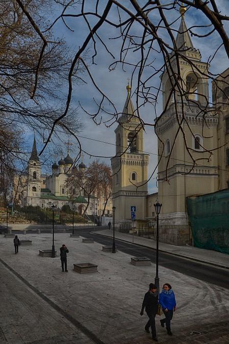 Иоановский монастырь справа, в прямо церковь кн. Владимира