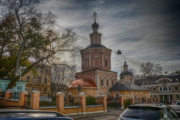 Москва, Хохловский переулок. Церковь Троицы Живоначальной в Хохлах.