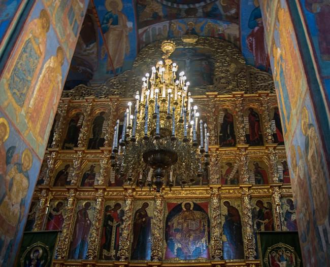 Интерьер в Троицком соборе.