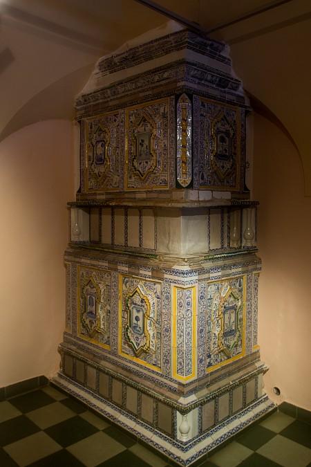 Изразцовая печь в стиле XVIII века.