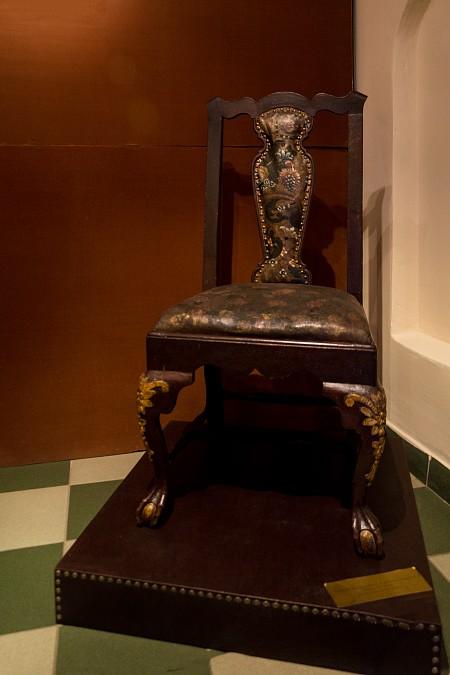 Во время визитов в Ипатьевский монастырь, на таких стульях сидели цари из рода Романовых. XVIII век.