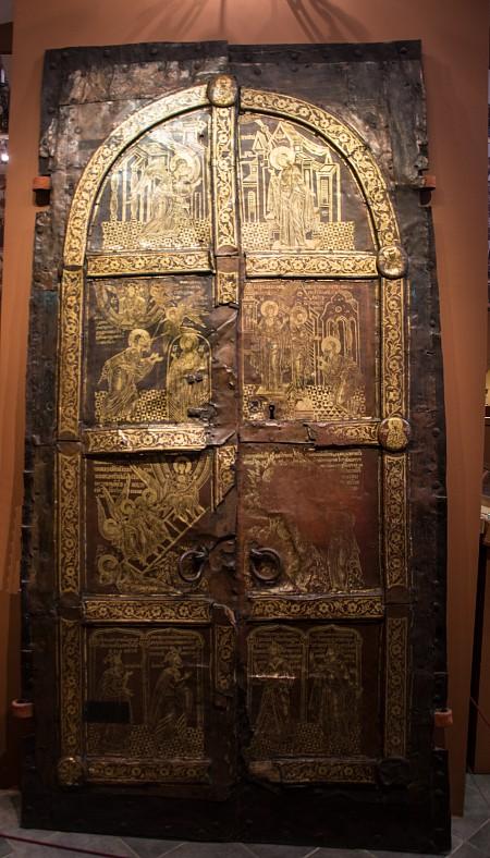 """Западные врата, выполненные в технике """"огневого золочения"""". Конец XVI века. Вклад Д.И. Годунова."""