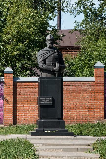 Памятник Дмитрию Пожарскому