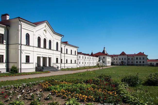 Троице-Сергиев Варницкий монастырь. Корпуса гимназии.