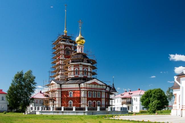 Троице-Сергиев Варницкий монастырь. Троицкий собор с колокольней.